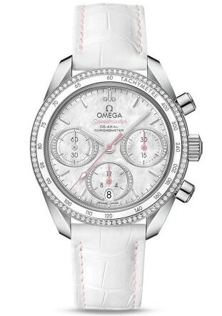 This white leather strap replica Omega Speedmaster watch blends several special aesthetic elements based on the charming design.
