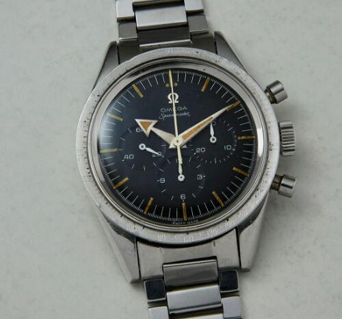The antique Omega Speedmaster has been equipped with the accurate Cal.321.