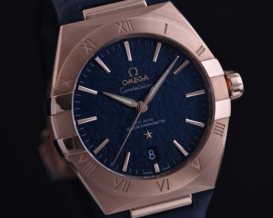 The blue Omega Constellation is the most eye-catching among all the 26 new models for men.
