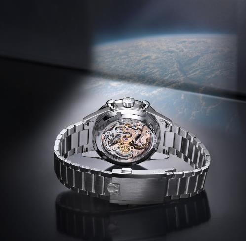 The precise fake watch is equipped with caliber 321.